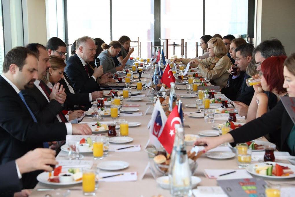 """Avrupa Birliği Bakanlığı Müsteşarı Büyükelçi Selim Yenel'in ev sahipliğinde İstanbul'da""""Türkiye-AB İlişkilerinde Güncel Meseleler"""" konulu bir çalışma toplantısı gerçekleştirildi."""