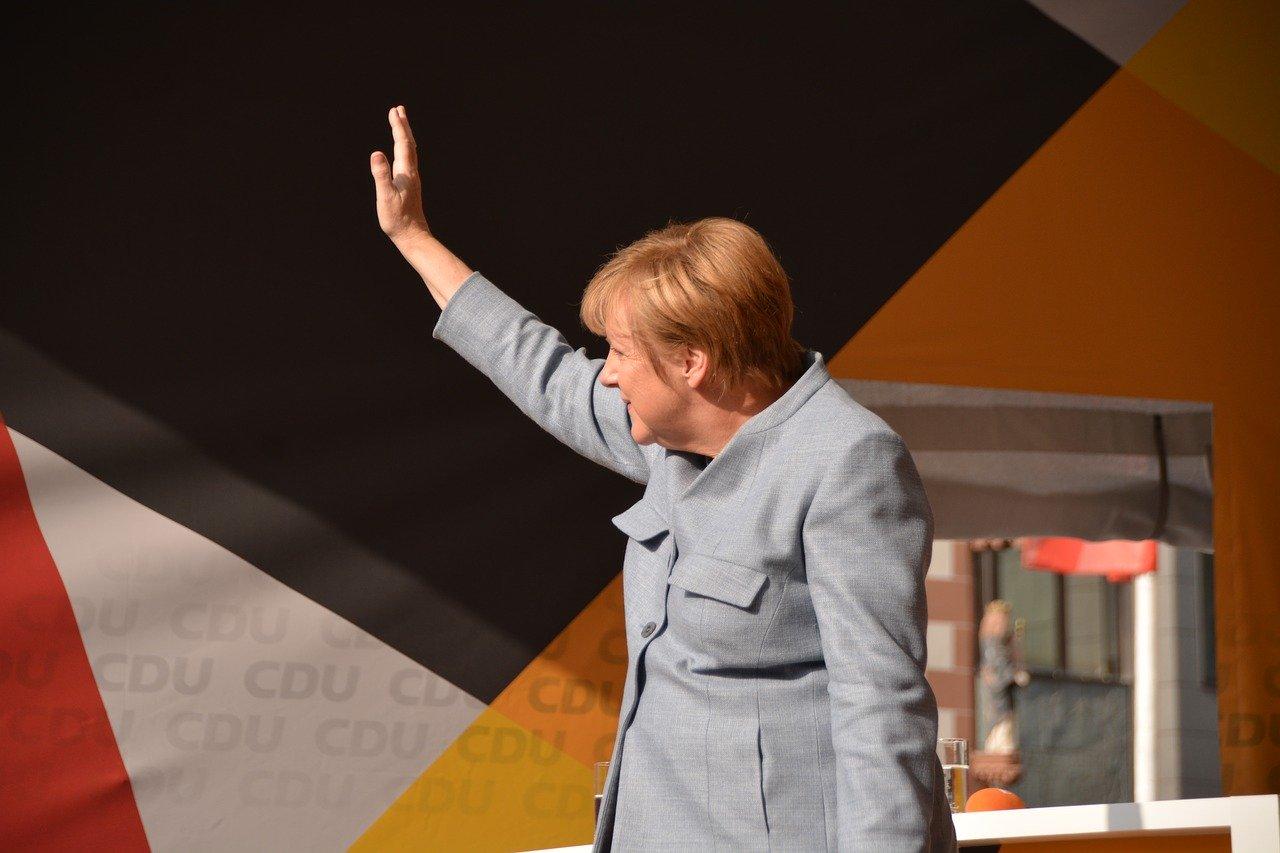 Zuhal Yeşilyurt Gündüz & Birgül Demirtaş – Korona Zamanında, Bilimin Işığında: Angela Merkel